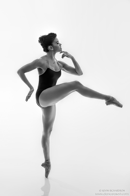 Black and white dance photography-Thinking en Pointe-featuring ballerina Zui Gomez