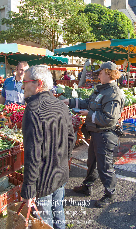 Rennes, FRANCE, Rennes, Saturday Morning Market, Brittany.  Saturday  26/09/2009   [Mandatory Credit Peter Spurrier Intersport Images] Street Photo.