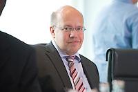 20 AUG 2008, BERLIN/GERMANY:<br /> Peter Altmaier, CDU, Parl. Staatssekretaer im Bundesinnenministerium, vor Beginn einer Kabinettsitzung, Kabinettsaal, Bundeskanzleramt<br /> IMAGE: 20080820-01-012<br /> KEYWORDS: Kabinett, Sitzung