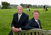 Nieuwerkerk aan de IJssel - Openbare golfbaan Hitland. Voorzitter en vice voorzitter. Foto KOEN SUYK