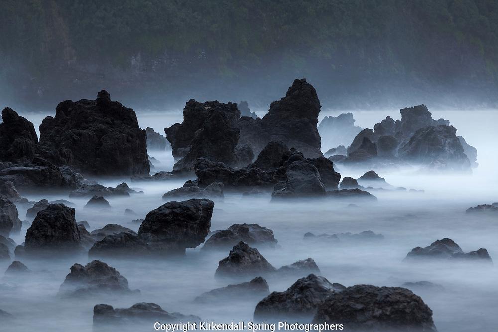 HI00378-00...HAWAI'I - Rocky coastline at Laupahoehoe Point Park along the Hamakua Coast on the island of Hawai'i.