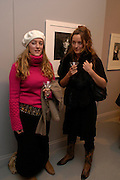 Mary Temperley and Alice Temperley. Robert Mapplethorpe exhibition curated by David Hockney. Alison Jacques Gallery. clifford St. London. 13 January 2005.  ONE TIME USE ONLY - DO NOT ARCHIVE  © Copyright Photograph by Dafydd Jones 66 Stockwell Park Rd. London SW9 0DA Tel 020 7733 0108 www.dafjones.com