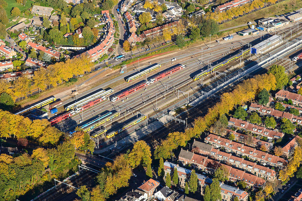 Nederland, Gelderland, Arnhem, 24-10-2013;  rangeerterrein  binnenstad Arnhem met treinen van NS en Arriva. Heijenoord.<br /> Arnhem city with railway yard.<br /> luchtfoto (toeslag op standaard tarieven);<br /> aerial photo (additional fee required);<br /> copyright foto/photo Siebe Swart.