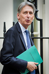 © Licensed to London News Pictures. 23/11/2016. London, UK. Chancellor PHILIP HAMMOND leaves 10 Downing Street in London to deliver his first Autumn statement to parliament. Photo credit: Andre Camara/LNP