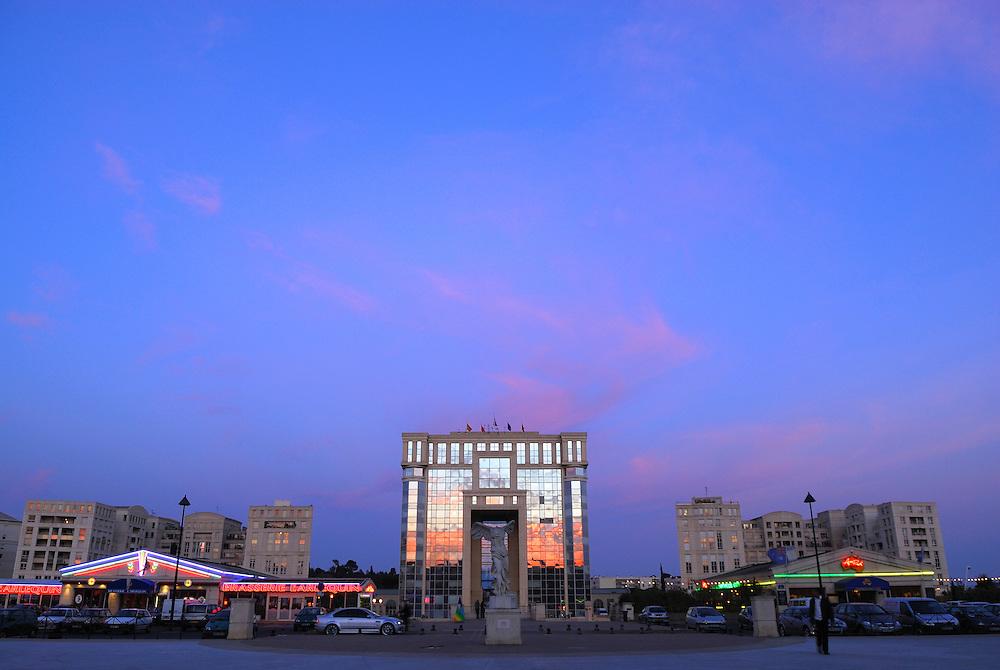 France, Languedoc Roussillon, Hérault, Montpellier, quartier Antigone,  Esplanade de l'Europe, l'hotel de région