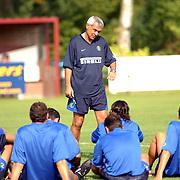 Training Inter Milan NVC terrein Naarden, trainer Hector Raul Cuper spreekt