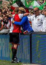 14-05-2017 NED: Kampioenswedstrijd Feyenoord - Heracles Almelo, Rotterdam<br /> In een uitverkochte Kuip pakt Feyenoord met een 3-0 overwinning het landskampioenschap / Dirk Kuyt #7 scoort de 2-0 en viert dit met Tonny Vilhena #10
