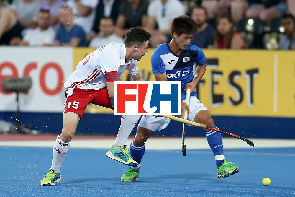 LONDON, ENGLAND - JUNE 20: Phil Roper of England and Namyong Lee of South Korea battle for the ball during the Pool A match between England and South Korea on day six of the Hero Hockey World League Semi-Final at Lee Valley Hockey and Tennis Centre on June 20, 2017 in London, England.  (Photo by Alex Morton/Getty Images)