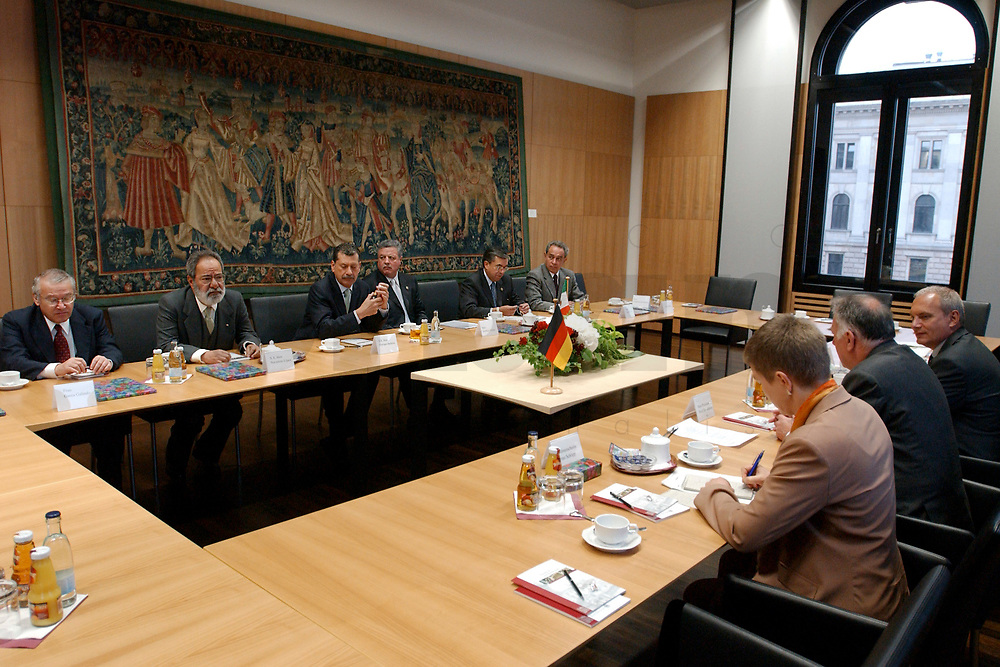 12 MAY 2003, BERLIN/GERMANY:<br /> Senator Enrique Jackson (3rd Person from left, left side of the desk), President of the Senat of Mexico, and Jorge Eduardo Navarrete (2rd Person from left, left side of the desk), Ambassador of Mexico in Germany, are meeting Prof. Dr. Wolfgang Boehmer (2nd Person right side)[Wolfgang Böhmer], President of the Bundesrat (the second chamber of the Federal Republic of Germany, representing the 16 States of Germany) und Minister President of Sachsen-Anhalt, Building of the Bundesrat<br /> IMAGE: 20030512-01-013