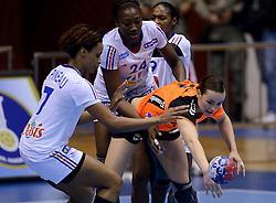 10-12-2013 HANDBAL: WERELD KAMPIOENSCHAP NEDERLAND - FRANKRIJK: BELGRADO <br /> 21st Women s Handball World Championship Belgrade, Nederland verliest met 23-19 van Frankrijk / (L-R) Allison Pineau, Mariama Signate, Yvette Broch<br /> ©2013-WWW.FOTOHOOGENDOORN.NL