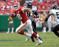 October 6, 2007 - Kansas City, MO..Tight end Tony Gononzalez #88 of the Kansas City Chiefs rushes up field after making a catch in the first quarter against the Jacksonville Jaguars, during a NFL football game at Arrowhead Stadium in Kansas City, Missouri on October 6, 2007...FBN:  The Jaguars defeated the Chiefs 17-7.  .Photo by Peter G. Aiken/Cal Sport Media
