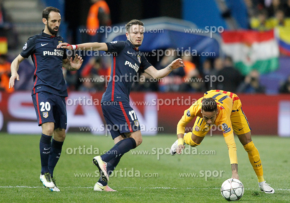 13.04.2016, Estadio Vicente Calderon, Madrid, ESP, UEFA CL, Atletico Madrid vs FC Barcelona, Viertelfinale, Rueckspiel, im Bild Atletico de Madrid's Juanfran Torres (l) and Saul Niguez (c) and FC Barcelona's Neymar Santos Jr // during the UEFA Champions League Quaterfinal, 2nd Leg match between Atletico Madrid and FC Barcelona at the Estadio Vicente Calderon in Madrid, Spain on 2016/04/13. EXPA Pictures &copy; 2016, PhotoCredit: EXPA/ Alterphotos/ Acero<br /> <br /> *****ATTENTION - OUT of ESP, SUI*****