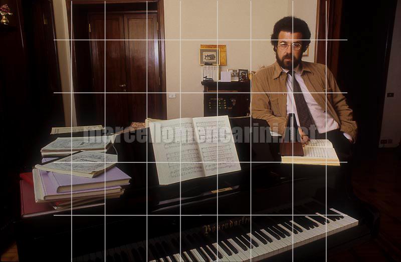 Rome, 1983. Italian conductor Giuseppe Sinopoli in his house / Roma, 1983. Il direttore d'orchestra Giuseppe Sinopoli nella sua casa - © Marcello Mencarini