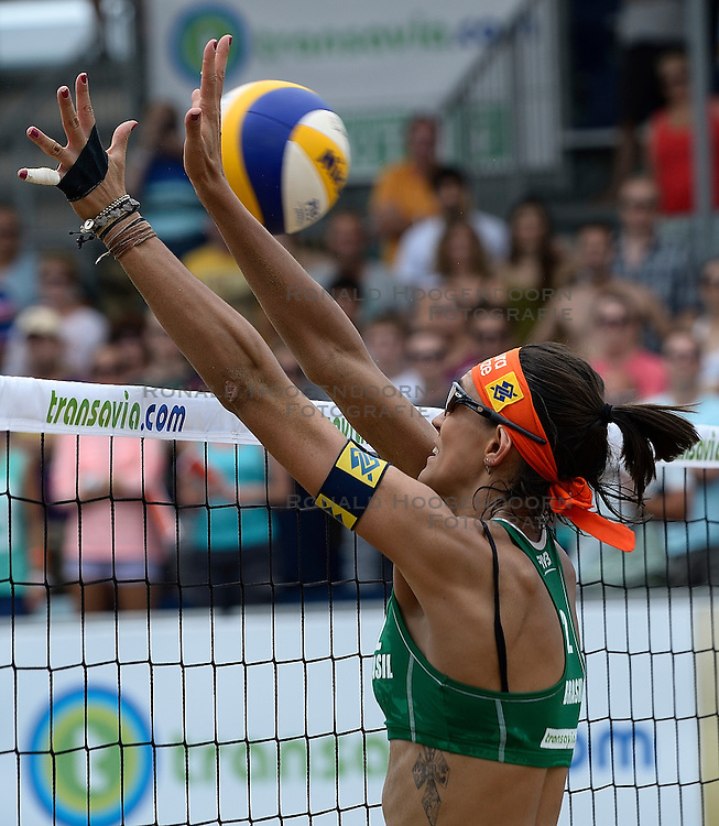 20-07-2014 NED: FIVB Grand Slam Beach Volleybal, Scheveningen<br /> Gold medal match / Taiana Lima (2) BRA
