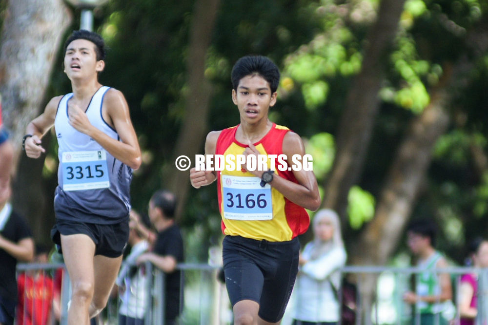Bedok Reservoir Park, Wednesday, March 22, 2017 &mdash; Anglo-Chinese School (Independent) fended off Hwa Chong Institution in a tie-breaker to win the National Schools Cross Country B Division team title after an unprecedented tie in points. It came down to each school&rsquo;s fourth-fastest B Division runner &ndash; ACS(I) had Joshua Loo in 11th, while HCI&rsquo;s George Lai was 15th.<br /> <br /> Raffles Institution&rsquo;s Armand Dhilawala Mohan won the B boys individual title, finishing the 4.75km route in 16 minutes 49 seconds, with HCI&rsquo;s Joshua Rajendran and Ethan Yan second and fourth, respectively. St Andrew&rsquo;s Secondary School&rsquo;s Jarrell Lim was third. Story: https://www.redsports.sg/2017/03/23/nationals-cross-country-acsi/