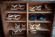 (En) January 2010 - Koyasan, Japan.  Monk's Geta (sandals) in front of Rengejoin temple. (Fr) Janvier 2010 - Koyasan, Japon. Les Geta (sandales) de moines rangees devant le Rengejo-in.