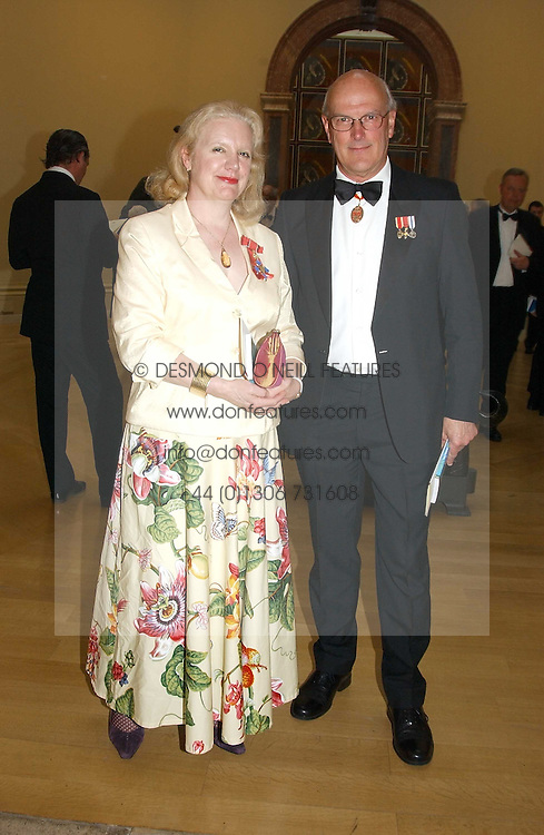 SIR NEIL COSSONS and ROSALIND SAVILL at the Royal Academy dinner before the official opening of the Summer Exhibition held at the Royal Academy of Art, Burlington House, Piccadilly, London W1 on 1st June 2005.<br />