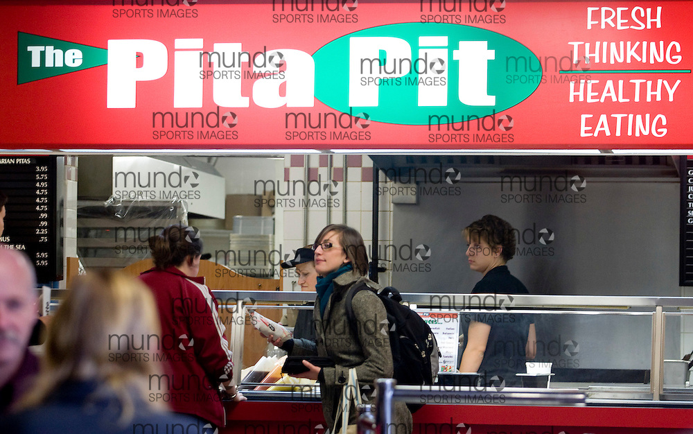 London, Ontario ---20/11/07--- Students purchase food from the Pita Pit in the University Community Centre at the University of Western Ontario, Tuesday, October 20, 2007. The restaurant reopened this week after almost 100 students came down with salmonella poisoning. .GEOFF ROBINS The Globe and Mail..