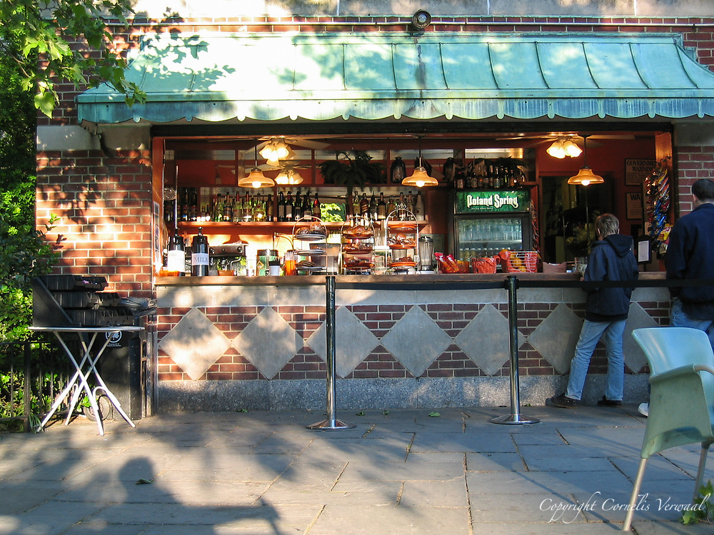 Conservatory Waters (Sailboat pond) cafe