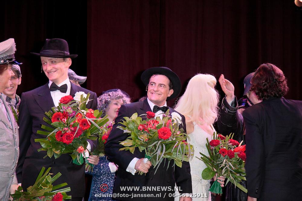 NLD/Breda/20111023 - Premiere De Producers, cast, Johnny Kraaijkamp, Noortje Herlaar, Joey Schalker