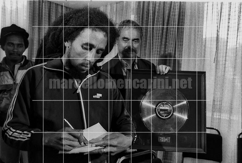 Milan, June 27, 1980. Jamaican reggae singer-songwriter and musicia Bob Marley signing autographs during presentation of his Golden Record Award / Milano, 27 giugno 1980. Il cantante e musicista reggae Bob Marley firma autografi durante la consegna del disco d'oro - © Marcello Mencarini