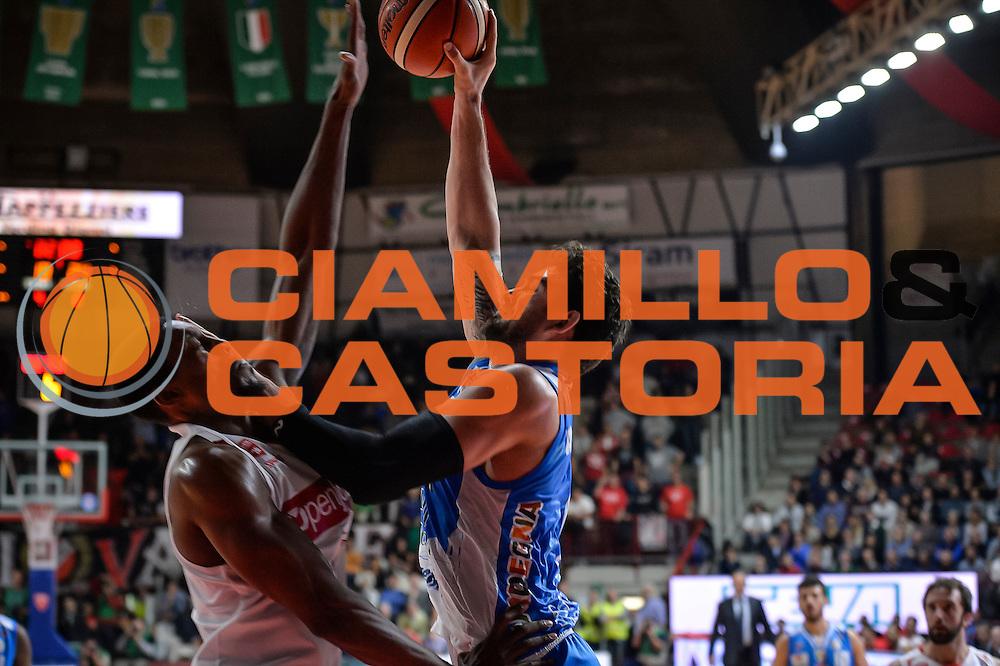 DESCRIZIONE : Varese Lega A 2015-16 Openjobmetis Varese Dinamo Banco di Sardegna Sassari<br /> GIOCATORE : Joe Alexander<br /> CATEGORIA : Tiro<br /> SQUADRA : Dinamo Banco di Sardegna Sassari<br /> EVENTO : Campionato Lega A 2015-2016<br /> GARA : Openjobmetis Varese - Dinamo Banco di Sardegna Sassari<br /> DATA : 27/10/2015<br /> SPORT : Pallacanestro<br /> AUTORE : Agenzia Ciamillo-Castoria/M.Ozbot<br /> Galleria : Lega Basket A 2015-2016 <br /> Fotonotizia: Varese Lega A 2015-16 Openjobmetis Varese - Dinamo Banco di Sardegna Sassari