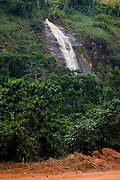 Iuna_ES, Brasil...Cachoeira ao lado de trecho da rota imperial...A waterfall next to the Ancient Rota Imperial...Foto: LEO DRUMOND / NITRO