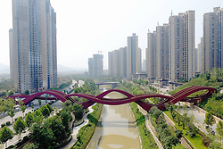 September 22, 2016 - Changsha, Hunan, China - The Chinese knot bridge on foot which been selected as one of the sexiest buildings by CNN in the world built completely in Changsha,Hunan,China on 22nd September 2016. (Credit Image: © TPG via ZUMA Press)