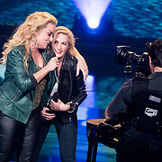 NLD/Hilversum/20180209 - 3e Liveshows The voice of Holland 2018, Samantha Steenwijk en Sanne Hans