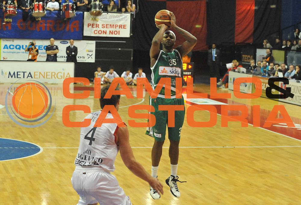 DESCRIZIONE : Biella Lega A 2011-12 Angelico Biella Sidigas Avellino<br /> GIOCATORE : <br /> SQUADRA : Sidigas Avellino<br /> EVENTO : Campionato Lega A 2011-2012 <br /> GARA : Angelico Biella Sidigas Avellino<br /> DATA : 05/12/2011<br /> CATEGORIA : <br /> SPORT : Pallacanestro <br /> AUTORE : Agenzia Ciamillo-Castoria/ L.Goria<br /> Galleria : Lega Basket A 2011-2012 <br /> Fotonotizia : Biella Lega A 2011-12 Angelico Biella Sidigas Avellino<br /> Predefinita :