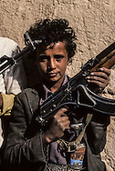Yemen. Saada.tribes in the north  , men with guns and kalachnikoff   /  tribus du nord dans la region de Saada  Saada  Yemen