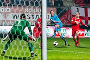 ENSCHEDE - 17-12-2016, FC Twente - AZ, Grolsch Velst Stadion, FC Twente keeper Nick Marsman, AZ speler Robert Muhren, FC Twente speler Jeroen van der Lely