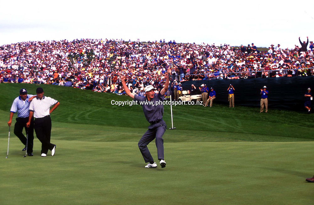 Englands David Carter celebrates his winning putt at the 1998 Golf World cup at Auckland, New Zealand. Photo: Andrew Cornaga/PHOTOSPORT<br />