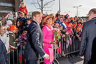 21-2-2017 - Krimpen aan den IJssel  , Aankomst van Koning Willem-Alexander en Koningin Maxima  bij het gemeentehuis   van Krimpen aan de IJssel , tijdens het Streekbezoek van Koning Willem-Alexander en Koningin Maxima aan de Krimpenerwaard,<br /> dinsdag 21 februari 2017 COPYRIGHT ROBIN UTRECHT<br /> <br /> 21-2-2017 - Krimpen aan den IJssel, Arrival of King Willem-Alexander and Queen Maxima at the town of Krimpen aan de IJssel, during the Regional Visit streekbezoek by King Willem-Alexander and Queen Maxima of the Krimpenerwaard<br /> Tuesday, February 21, 2017 COPYRIGHT ROBIN UTRECHT