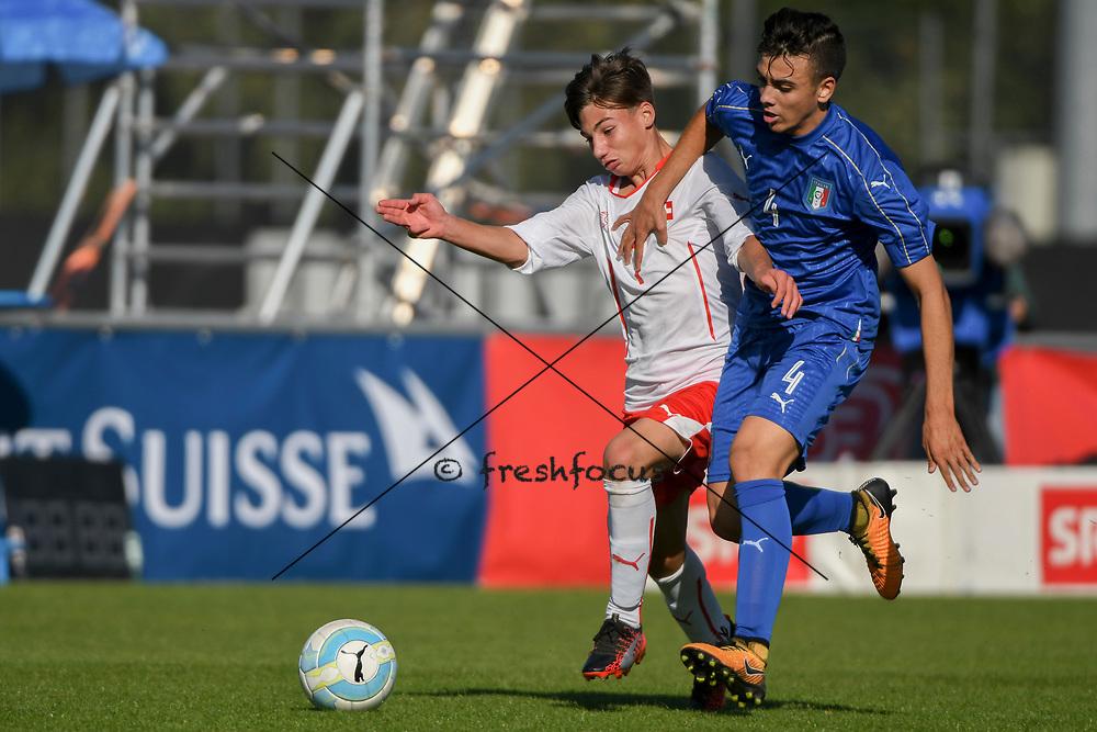 21.09.2017; Niederhasli; FUSSBALL U16 - Schweiz - Italien;<br /> Kevin Jakob (SUI) Simone Panada (ITA) <br /> (Andy Mueller/freshfocus)