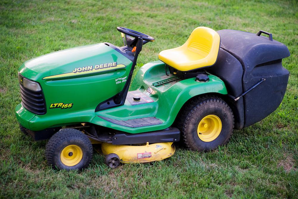 John Deere LTR166 Lawn mower