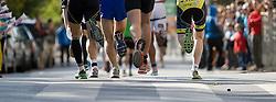 09.10.2011, Graz, AUT, Feature, im Bild Läufer rennen bei einem Marathon durch ein Spalier an Zusehern über einen Schutzweg, EXPA Pictures © 2012, PhotoCredit: EXPA/ Erwin Scheriau