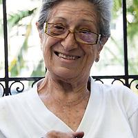 """Una señora teje en la Casa Hogar de la Tercera Edad """"La Casita"""" del municipio Chacao en Caracas. Venezuela. A lady weaves in the Home House of the Third Age """"La Casita"""" of the municipality Chacao in Caracas. Venezuela"""