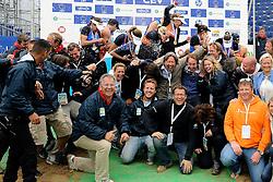 03-06-2012 VOLLEYBAL: EK BEACHVOLLEYBAL FINAL: SCHEVENINGEN<br /> Organisatie met de winners op de foto <br /> &copy;2012-FotoHoogendoorn.nl