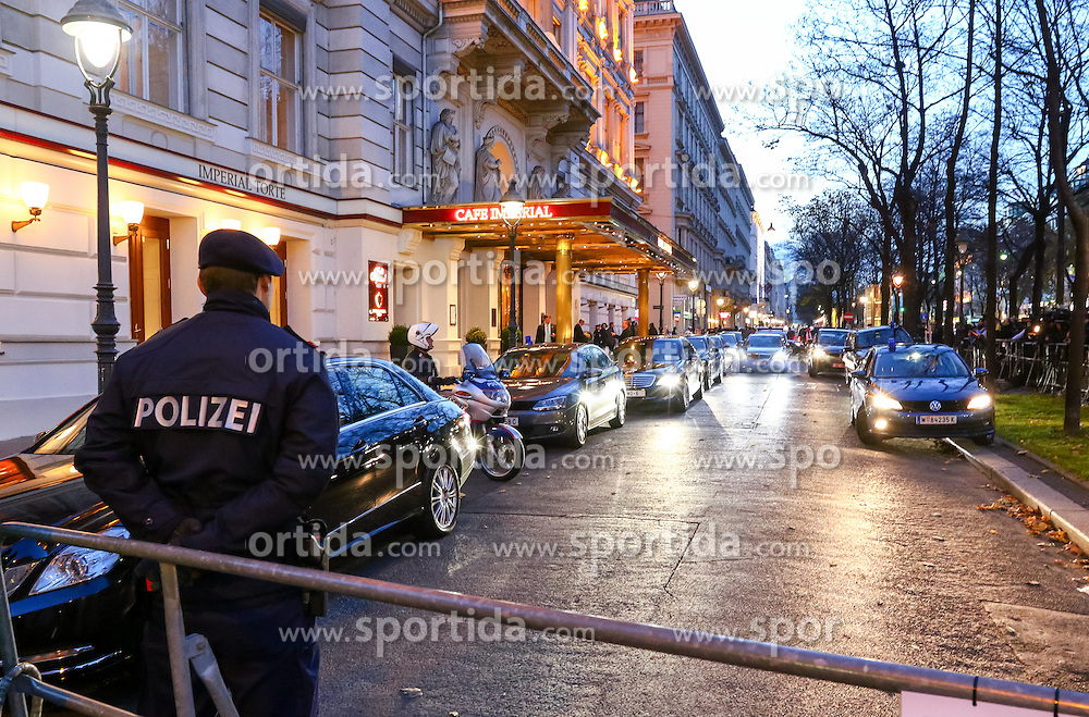 14.11.2015, Hotel Imperial, Wien, AUT, Syrien Konferenz in Wien, im Bild Sicherheitsvorkehrungen nach den Anschlägen in Paris. Die Teilnehmenden Länder beraten dabei über eine Lösung des seit 2011 andauernden Syrischen Bürgerkrieges und dem Kampf gegen die IS (Islamischer Staat) Miliz. im Bild das Hotel Imperial// Police in front of the Hotel Imperial during an international conference on Syria. The international community plans to meet in Vienna to get to grips with the Syria conflict and attempt to find a solution to the ongoing bloodshed at the Hotel Imperial in Vienna, Austria, EXPA Pictures © 2015, PhotoCredit: EXPA/ Sebastian Pucher