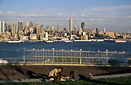 New Jersey .. lovers in Manhattan Midtown, in port imperial park (New jersey )    /   amoureux dans le Parc de Port Imperial (New Jersey)  vues sur Manhattan midtown