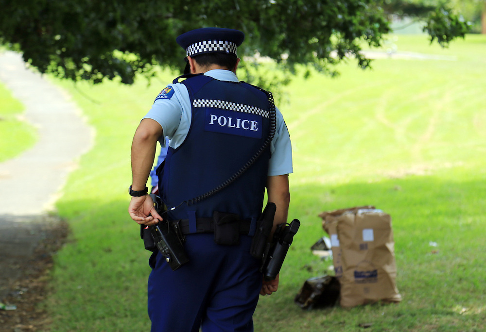 Police are moving house to house as they investigate after three men were admitted to hospital after a shooting incident in Yates Road, Mangere, Auckland, New Zealand, Sunday, January 31, 2016.. Credit:SNPA / Hayden Woodward