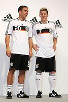 FUSSBALL   INTERNATIONAL   SAISON 2007/2008  DFB und Adidas praesentieren das neue EM Trikot zur Europameisterschaft 2008 am in Hannover Lukas PODOLSKI (li) und Bastian SCHWEINSTEIGER (re) posieren im neuen Trikot