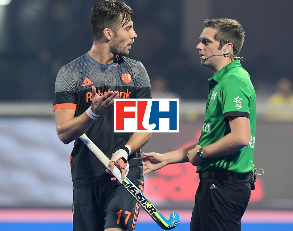 Odisha Men's Hockey World League Final Bhubaneswar 2017<br /> Match id:12<br /> Belgium v Netherlands<br /> Foto: Martijn Havenga (Ned) talks with the umpire<br /> COPYRIGHT WORLDSPORTPICS FRANK UIJLENBROEK