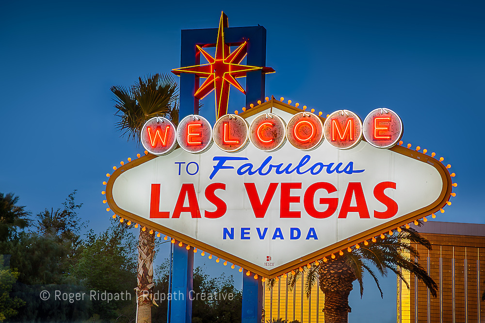 welcome to fabulous las vegas nevada sign sunset