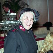 NLD/Amsterdam/19940422 - Feestje verjaardag Paul Wilking op Schiphol, kolonel Boszhard
