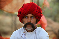 Inde, Rajasthan, village de Meda dans les environs de Jodhpur, population Rabari, Jataram, 53 ans // India, Rajasthan, Meda village around Jodhpur, Rabari ethnic group, Jataram, 53 old