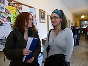 Studententinnen an der paedagogischen Fakultaet der Prager Karlsuniversitaet vor ihren Semester Abschlusspruefungen.<br /> <br /> Students at the pedagogical Faculty of the Charles University in Prague.