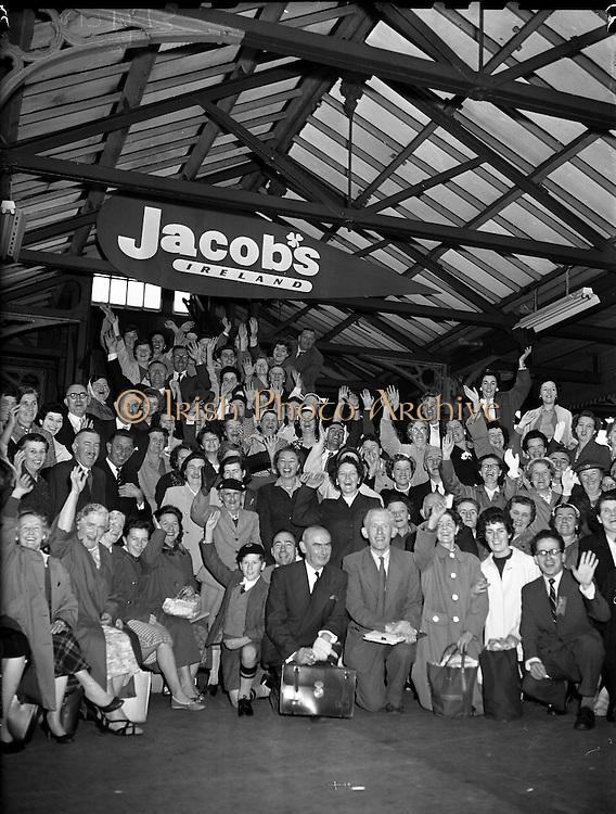 Jacobs Staff Outing to Killarney.19/09/1959