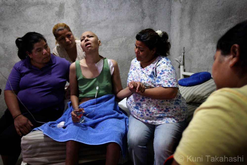 Mariana de la Torre, 29, is comforted by, from left, her aunts Paula Landeros, Maribel Landeors, her mother Maria Elena, and her sister Silvia de la Torre on her bed at her house in Apatzingan, Mexico on March 19, 2009.<br /> (Photo by Kuni Takahashi)